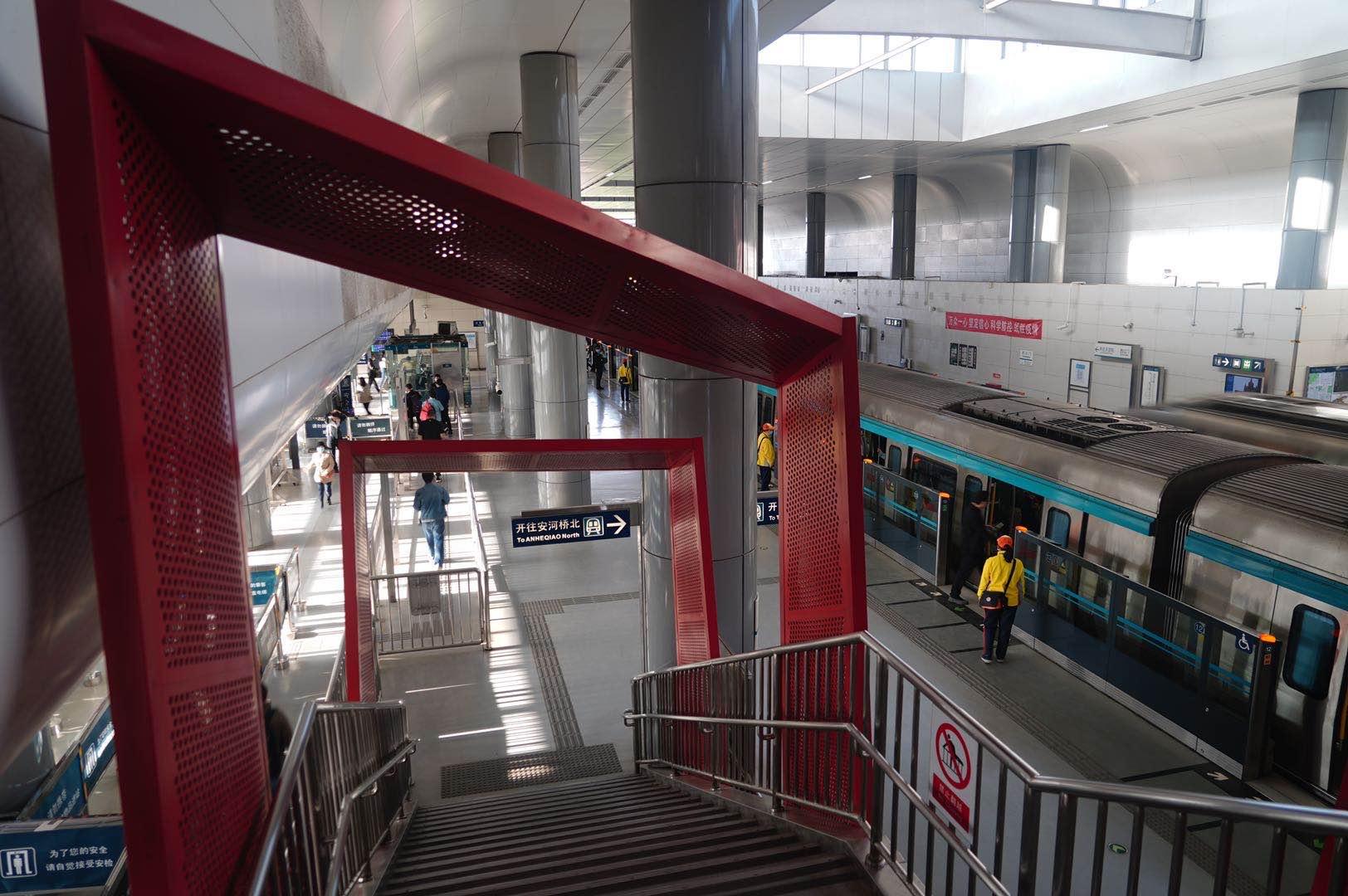 """北京地铁大兴线缩短发车间隔后 首个工作日西红门站不限流了 进城""""长龙""""没有了"""