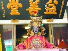 """新加坡华人""""给神搬家"""""""