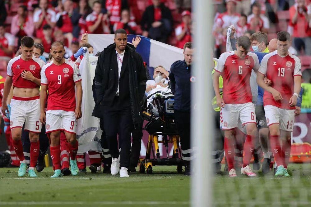 欧锦赛:丹麦中场埃里克森赛场昏厥 芬兰爆冷1:0击败丹麦