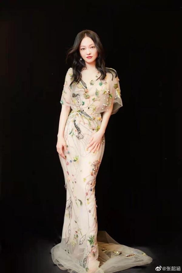 刘诗诗、倪妮带着超优美体态,又来吸粉了!插图16