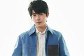 刘昊然身着蓝色夹克 尽显少年魅力