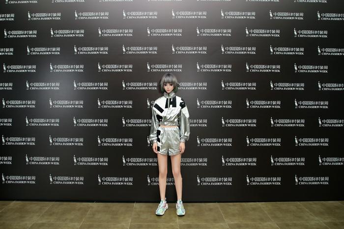 中国国际时装周  怪诞星球与中国邮政跨界时尚秀