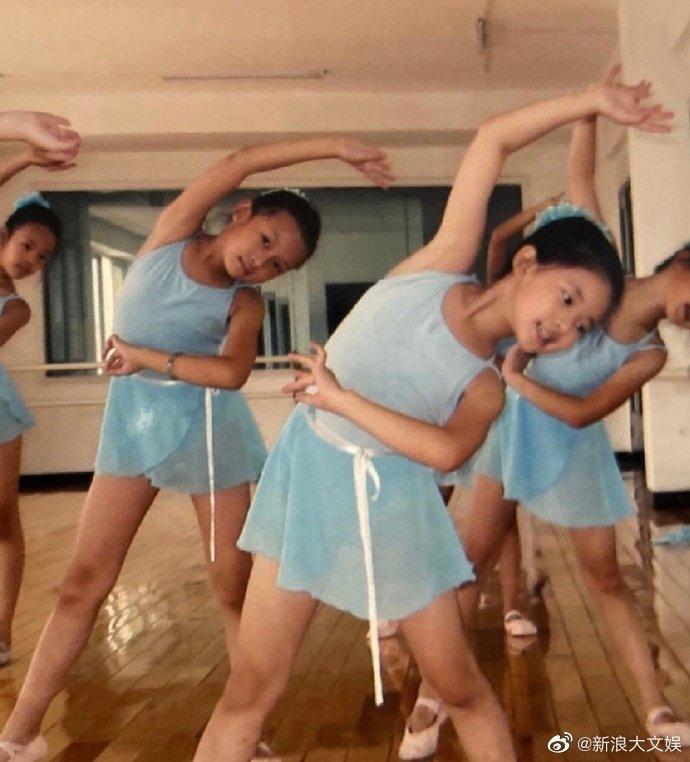 从小美到大!赵露思童年照曝光 跳芭蕾姿势有模有样
