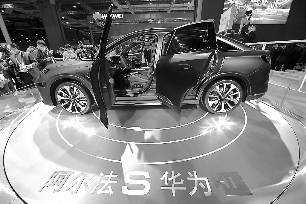 """澳门新闻中外车企在上海车展""""秀未来"""""""