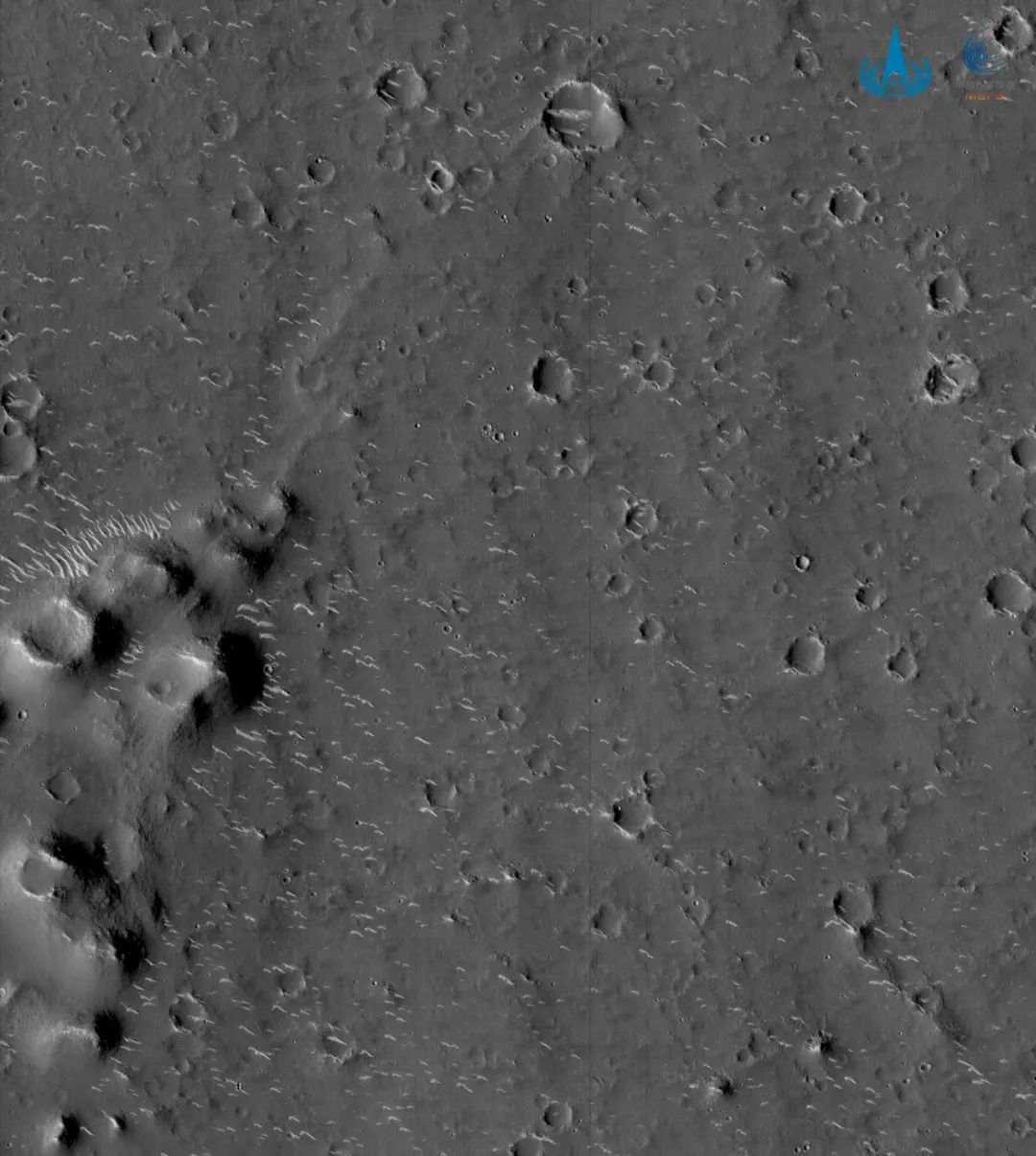 """天问一号火星图上的""""小白条""""是什么?科学家告诉你"""