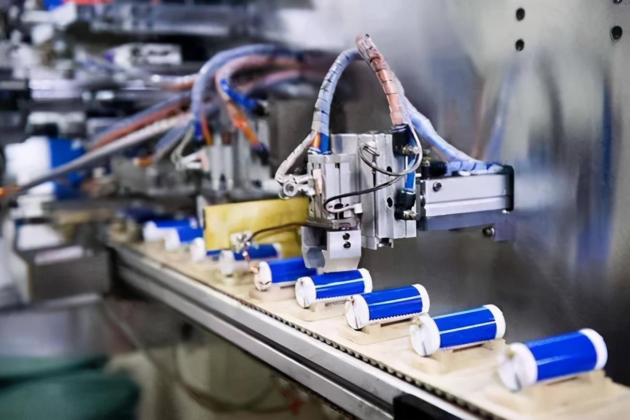 續航里程可提高16%,輸出功率提升6倍 特斯拉在中國尋求4680大圓柱電池供應商