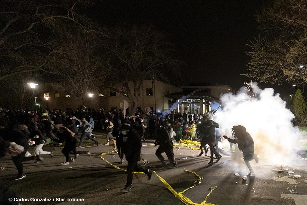 又一起!明尼苏达州20岁黑人男子被警察当街击毙,抗议活动爆发