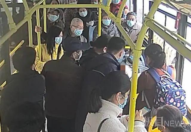 公交司机突然扔下一车乘客跑了……什么情况?