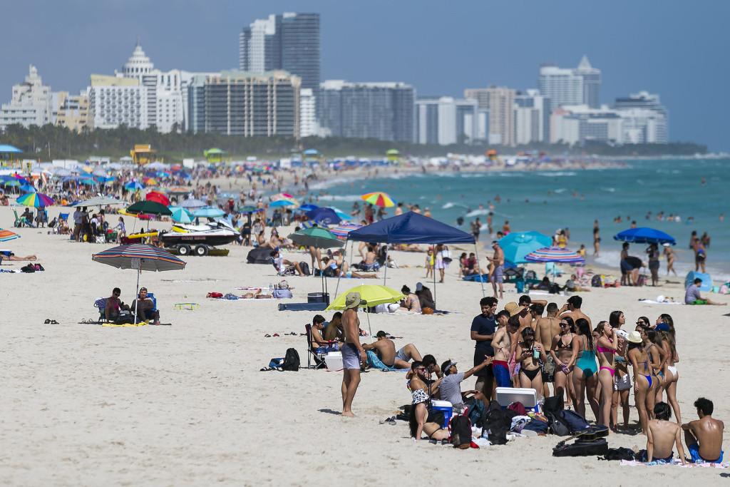 美國200余人扎堆海灘過春假 2名警察試圖驅散被打傷