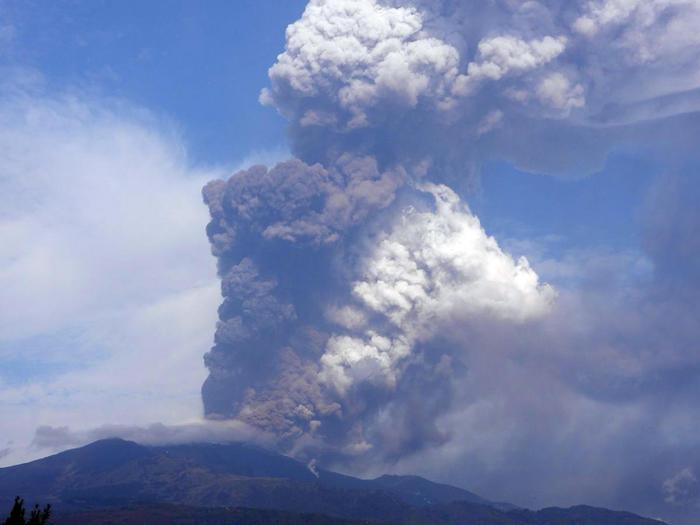 意大利埃特纳火山喷发 火山
