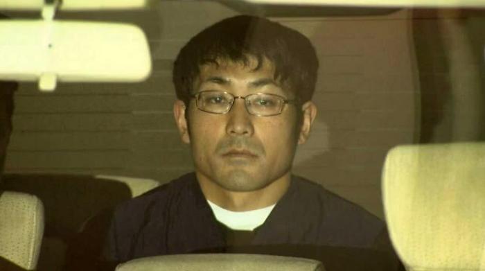日本男子残杀5名亲人被判死刑 听到讯断大闹法庭 第1张