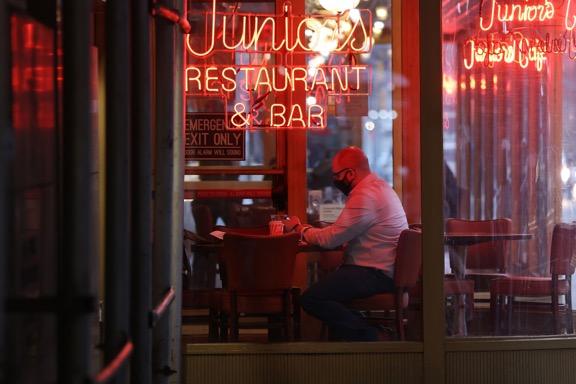 美国纽约12月14日起将克制堂食 可户外用餐或点外卖 第1张