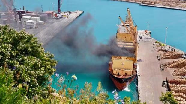 usdt不用实名交易(caibao.it):新西兰北岛纳皮尔港一货船失火