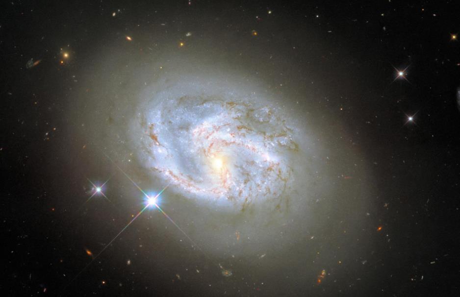 哈勃太空望远镜再次捕捉到螺旋星系 距离地球大约有1.5亿光年
