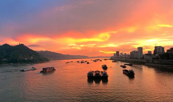 """热搜_沿着高速看中国:构确立体交通网 买通经济生长""""大动脉""""插图1"""