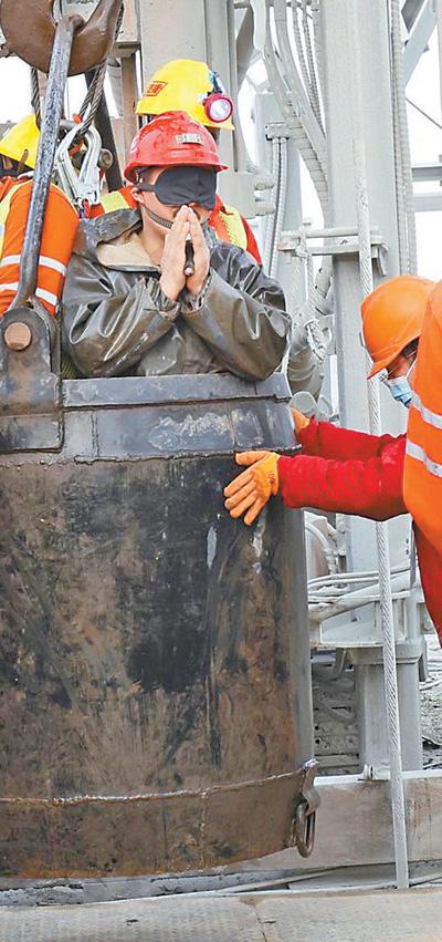 山东笏山金矿爆炸事故救援最新进展:被困14天后11名矿工成功升井