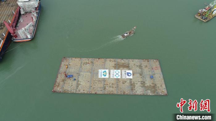 深中通道超寬變寬管節E29出塢