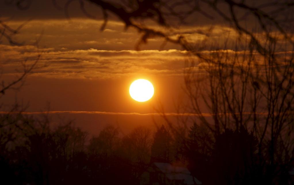 拉脱维亚:日落风景美 金辉染天际