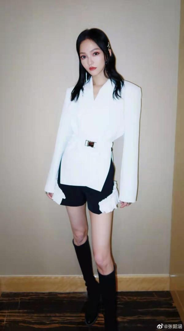 刘诗诗、倪妮带着超优美体态,又来吸粉了!插图18