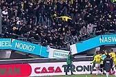 荷兰一场球赛中球迷蹦跳庆祝胜利导致看台垮塌