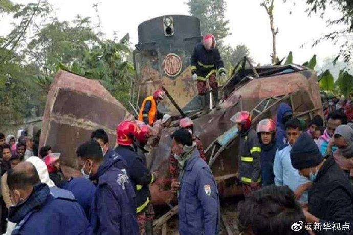 电银付激活码(dianyinzhifu.com):孟加拉国火车与客车相撞导致12人殒命