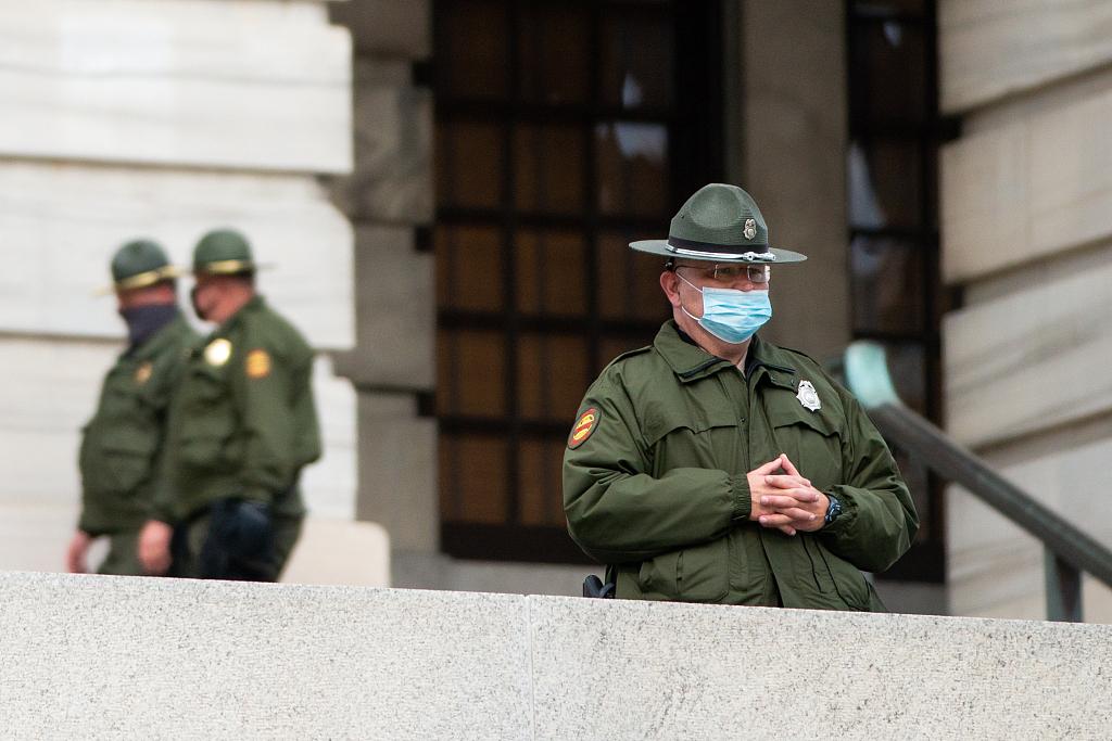 拜登就职典礼在即 美国多地加强安保防止潜在暴力事件