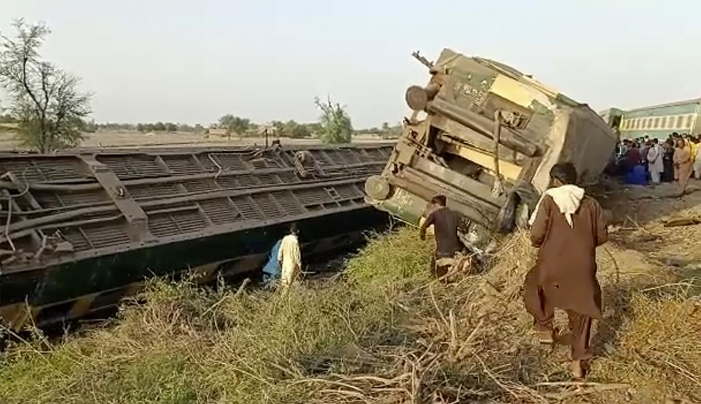 商洛法治网巴基斯坦火车相撞已致36人死亡 巴总理要求彻查原因