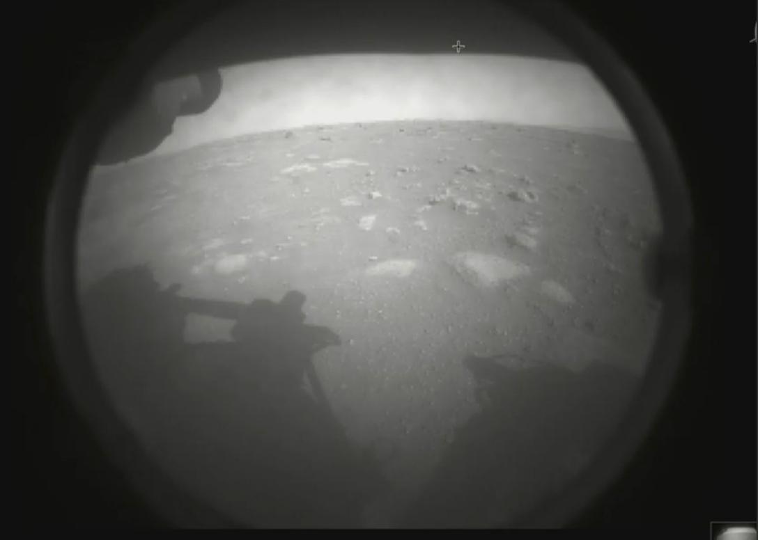 """NASA""""毅力号""""火星车成功登陆火星并回传首张照片插图1"""
