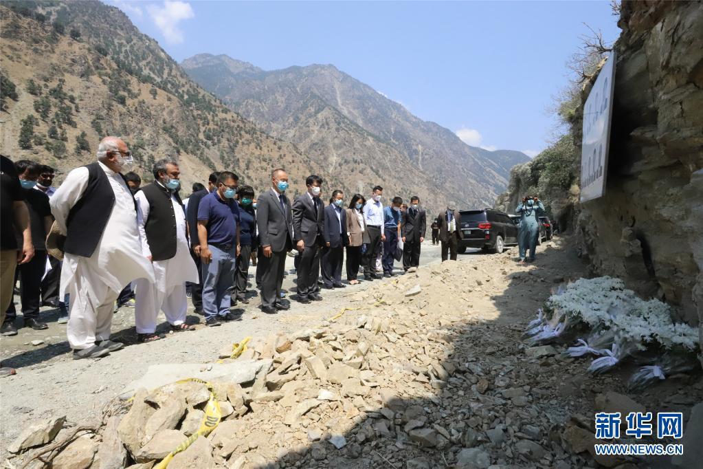 中国赴巴基斯坦跨部门联合工作组吊唁遇难同胞插图