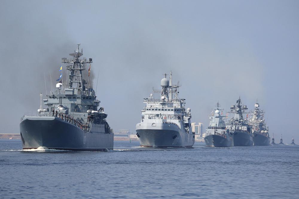 俄罗斯海军节阅兵将至 海军举行阅兵彩排插图