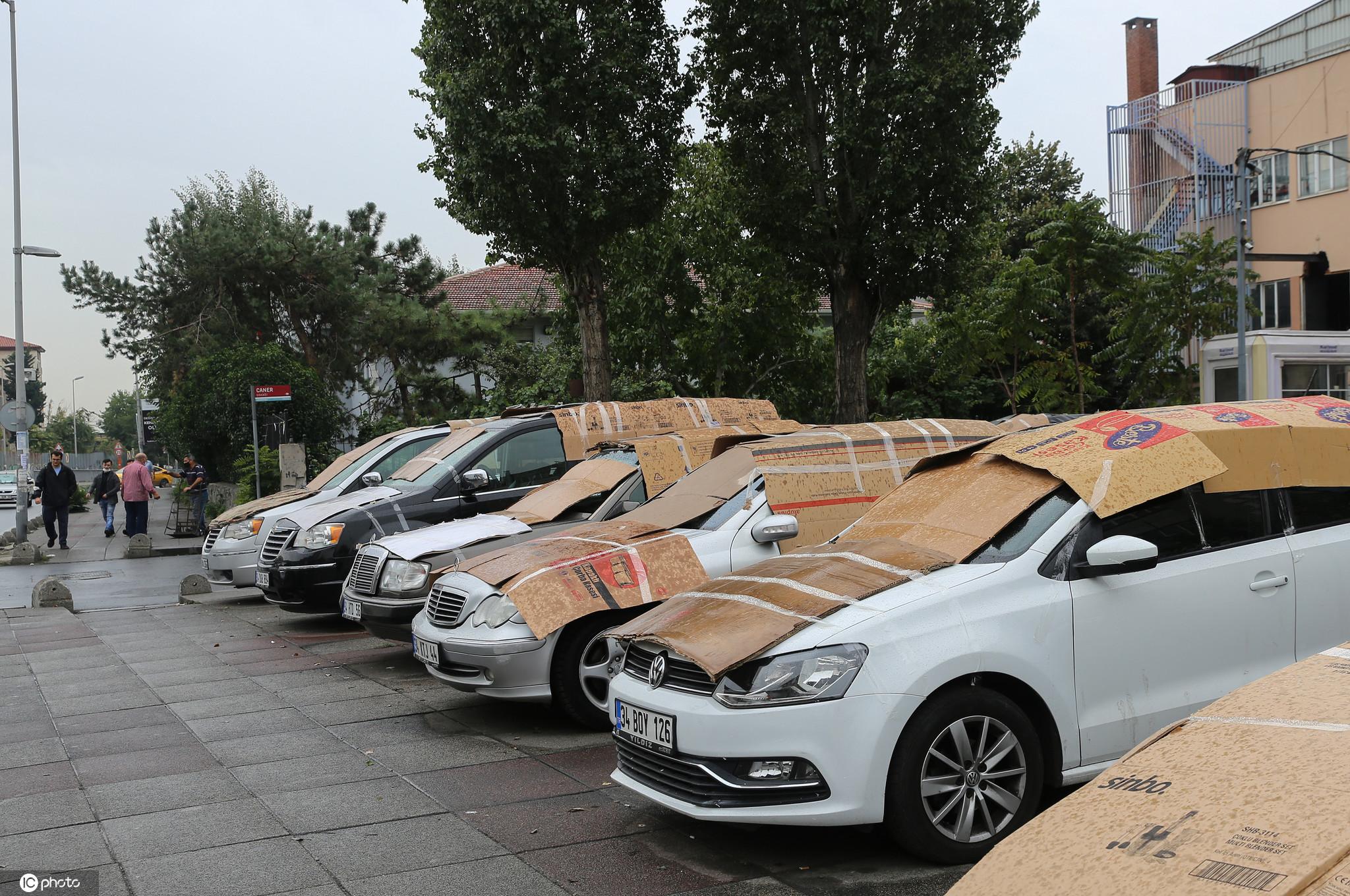 伊斯坦布尔天气_花式护车!土耳其车主用毯子棉被纸板箱盖车防冰雹
