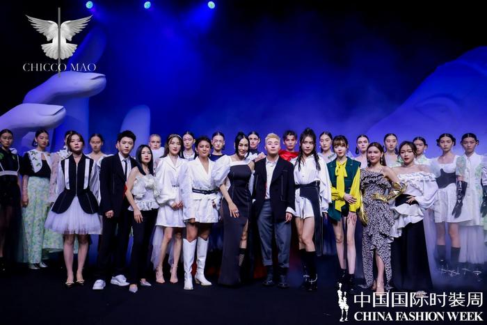 《【摩鑫注册地址】中国国际时装周 大浪纷呈精彩大秀》
