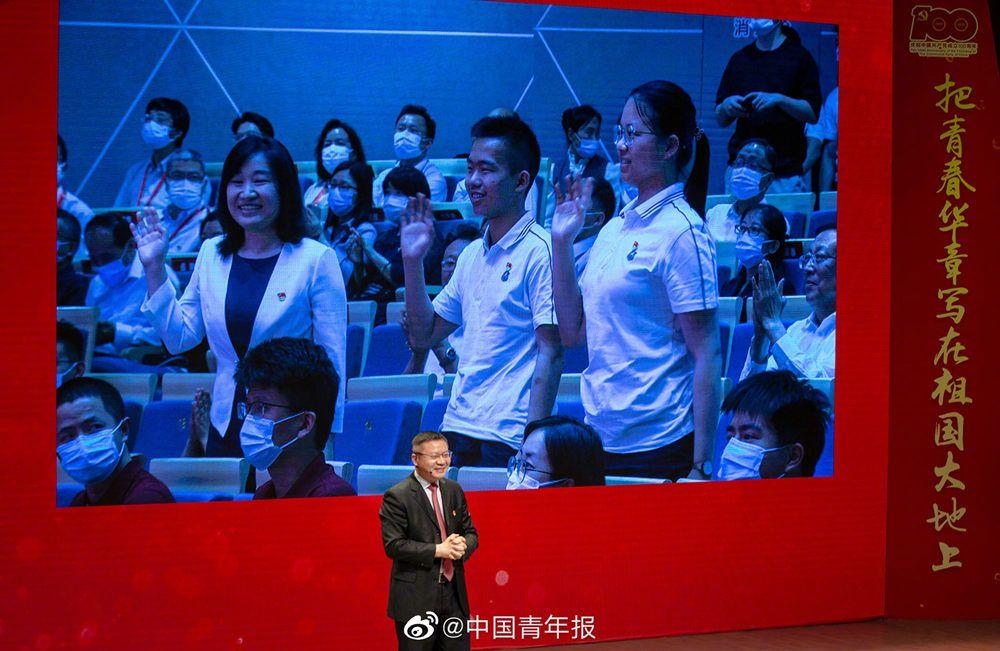张维为给武汉中学生点赞