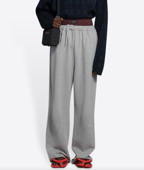"""《【欧亿手机客户端】敲了黑人文化""""竹杠""""?因为一条""""西海岸""""风格长裤,巴黎世家陷入风波》"""