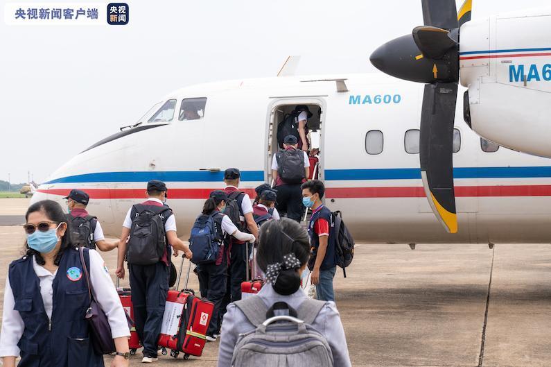 万博体育app手机版官网下载:中国赴老挝抗疫医疗专家组紧急前往老挝北部省份合作抗疫