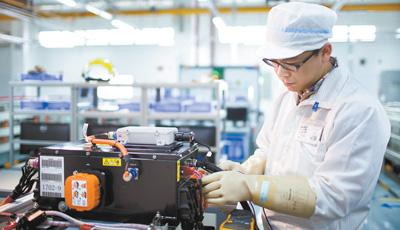 动力电池产业的领先优势这样形成(产经观察·解码先进制造业集群①)