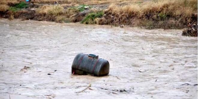 大雨 洪水和龙卷风袭击了希腊西北部