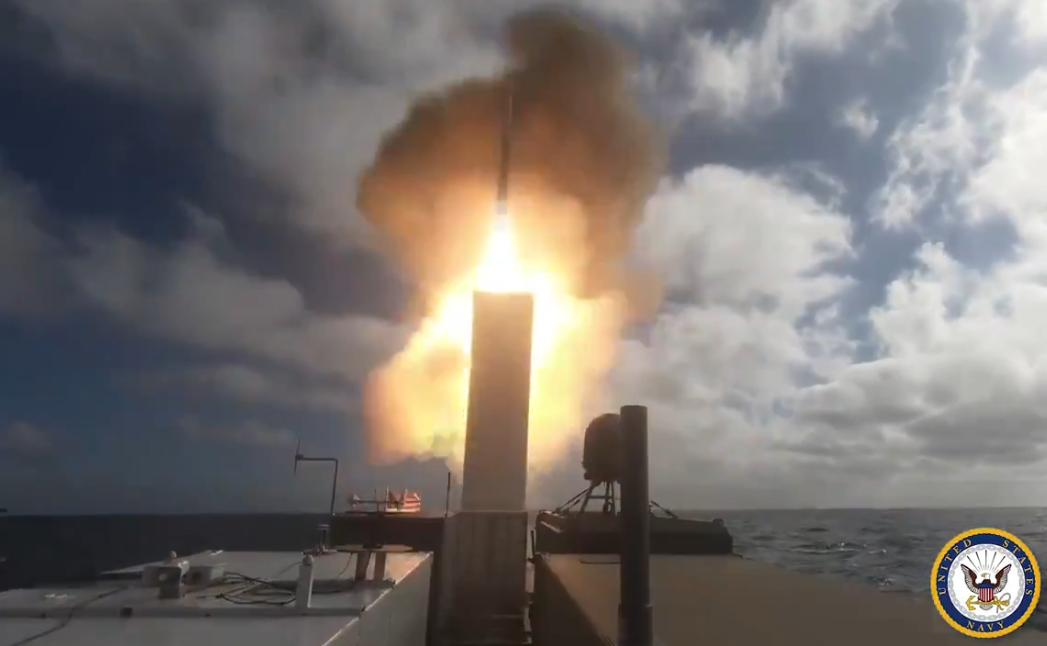 警惕!美军用无人船发射标准6导弹,还把导弹藏在集装箱中