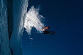 酷炫唯美!冰洞中滑雪是怎样的体验?