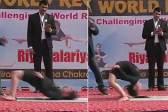 印度11岁少女无支撑下腰站立 一分钟完成21次