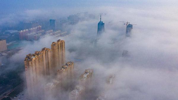 山西运城上空现平流雾景观