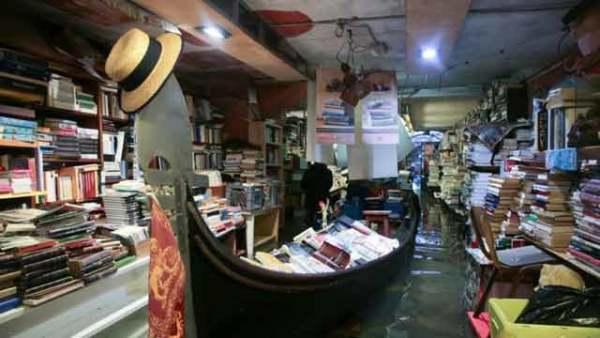 威尼斯水患持续 著名书店被淹