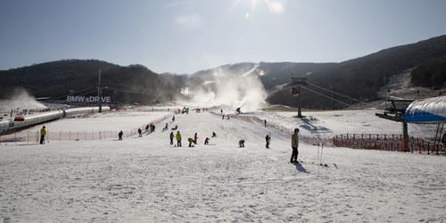 吉林:2019雪季开板首日雪场爆满
