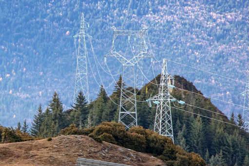 航拍四川阿坝州海拔3900米上的光伏电站