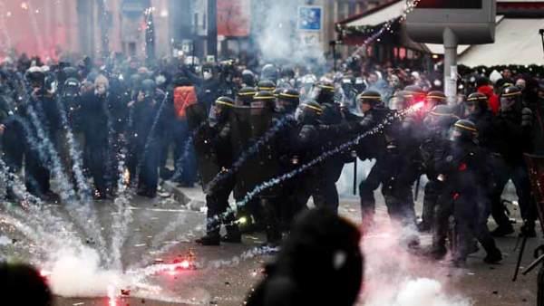 法国工会无限期大罢工  持续激烈冲突