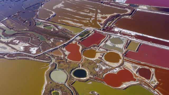 山西运城盐湖依旧色彩斑斓