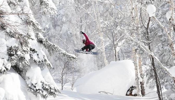 单板滑雪高手日本北海道表演灵动雪之舞
