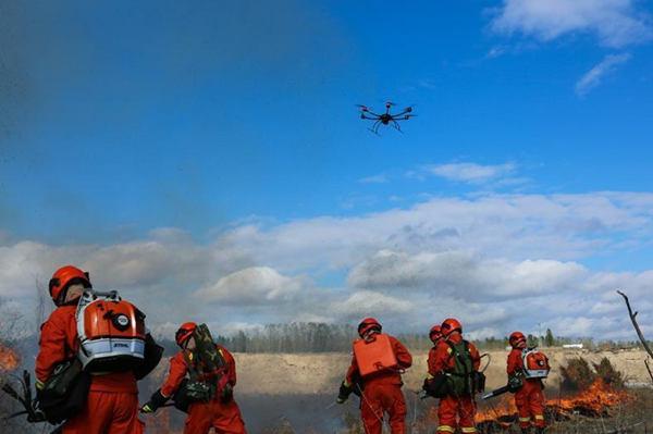 森林灭火演练 无人机精准投弹灭火