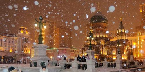 """哈尔滨:暴雪袭来 索菲亚教堂美一旦""""童话世界"""""""