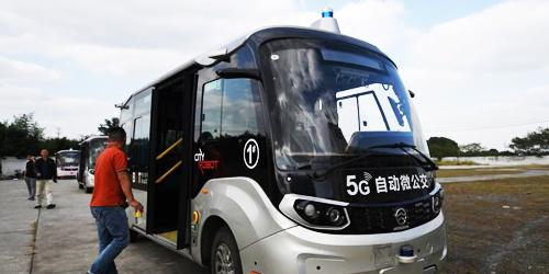 L4级5G自动微公交在浙江乌镇上路行驶